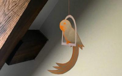 Un oiseau qui se balance